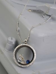 NAVY LOCKET